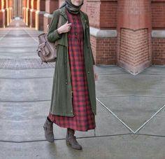 mantel dingin Hijab Chic, Hijab Style, Casual Hijab Outfit, Hijab Dress, Stylish Hijab, Street Hijab Fashion, Abaya Fashion, Muslim Fashion, Modest Fashion