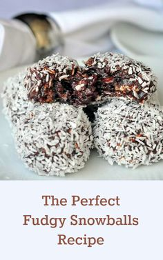 From Rock Recipes The Perfect Newfoundland Snowballs Recipe - my grandmother's recipe for these oatmeal and fudge balls has consistently been in our TOP TEN recipes for the past 6 years. Just Desserts, Delicious Desserts, Cookie Recipes, Dessert Recipes, Candy Recipes, Fudge Recipes, Baking Recipes, Snowballs Recipe, Fudge Balls Recipe
