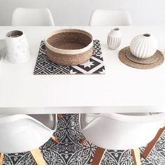 Hello vendredi 🌿 #livingroomdecor #chaise #fly_france #vase #scandinave #sostrenegrene #carreauxdeciment #leroymerlin #panier #rattan #grenehome #table #livingroom #photophore #homesweethome #panier #decoscandi #rotin #søstrenegrene #corbeille #agathedhr #love