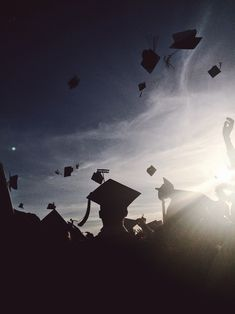 Graduation Picture Ideas Discover Image about graduation in orgasm by yanna on We Heart It Discovered by yanna. Find images and videos about 2017 graduation and caps on We Heart It - the app to get lost in what you love. Graduation Picture Poses, College Graduation Pictures, Graduation Photoshoot, Sunflower Photography, Flower Phone Wallpaper, Graduation Photography, Poster S, Senior Pictures, Travel Pictures