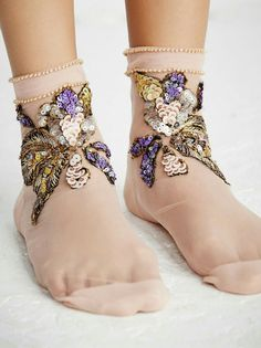 Perfect socks for an at-home dance party. Or a nude outfit. I mean- no clothes. Mode Style, Style Me, Fashion Week, Womens Fashion, Fashion Trends, Bridal Fashion, Style Fashion, Inspiration Mode, Happy Socks