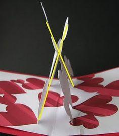 En la página Extreme Cards and Papercrafting encontré esta bonita tarjeta pop-up de corazones. Si os gusta y la queréis hacer, en este en...