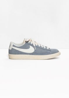 NIKE Drawing inspiration from a '70s hoops classic, the improved Nike Blazer Low is a vintage-style skateboard sneaker with a clean suede finish. A Nike Zoom unit and vulcanised construction provide impact protection and durable flexibility.