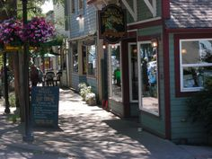 We eat here a lot especially when we sail to Kingston! Places in Washington with the cutest downtowns