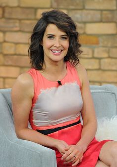 cobie smulders - short curly hair cut Kinda liking this look Short Curly Haircuts, Cool Short Hairstyles, Curly Hair Cuts, New Haircuts, Pretty Hairstyles, Curly Hair Styles, Hairstyles 2018, Cobie Smulders, Actrices Sexy