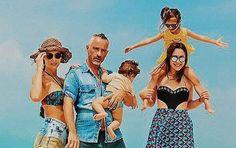 """Spettacoli: #Aurora #Ramazzotti in #posa con il padre Eros e i due fratelli: """"Family business"""" (Foto) (link: http://ift.tt/1tuIyqU )"""