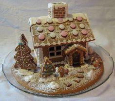 Piparkakkutalo! Gingerbreadhouse by    By karaimame