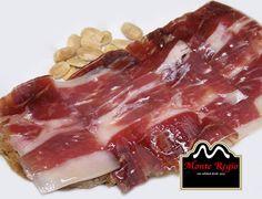 ¿Te apetece volver desayunar con nosotros? Tostada de jamón ibérico #MonteRegio y almendras #felizmartes