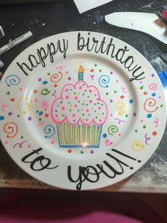 Vinyl Projects, Projects For Kids, Craft Projects, Pottery Painting Designs, Paint Designs, Dollar Store Crafts, Dollar Stores, Birthday Plate, Silhouette Projects