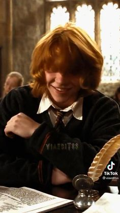 Harry Potter Gif, Harry Potter Twins, Slytherin, Hogwarts, Ron And Harry, Weasley Twins, Rupert Grint, Def Not, Remus Lupin