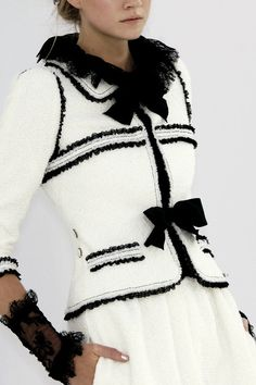 Gorgeous black and white Chanel Spring 2006 suit