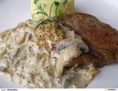 VEPŘOVÉ PLÁTKY NA ŽAMPIONECH Mashed Potatoes, Meat, Chicken, Ethnic Recipes, Food, Whipped Potatoes, Meal, Mashed Potato Resep, Eten