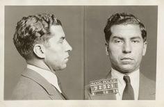 El mafioso Charles 'Lucky' Luciano, fichado por la policía tras una detención el 18 de abril de 1936. Luciano, paradigma del mafioso neoyorquino, fue el cerebro del tráfico de heroína en Nueva York tras la Segunda Guerra Mundial y es considerado como el primer 'Don' de la familia Genovese (Foto: New York City Municipal Archives)  (AP)