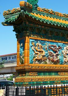 The Nine Dragon Wall. China Town, Chicago. Illinois. Photo by Andy New.