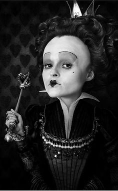 """Helena Bonham Carter as the Red Queen in 'Alice In Wonderland', 2010.---------""""I need a pig here""""! lmao"""