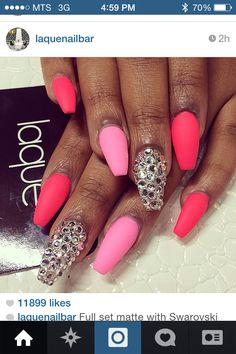 Coffin shaped matte nails