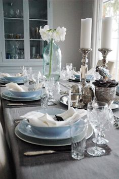 Christmas table setting and decoration in grey, white and blue. http://anettewillemine.blogspot.no/