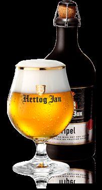 Cerveja Hertog Jan Tripel, estilo Belgian Tripel, produzida por Arcense Bierbrouwerij, Bélgica. 8.5% ABV de álcool.