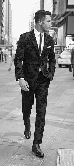 Fellas, take notes: This is how you take your suit game to a whole new level. English Laundry's Black Velvet floral slim-fit suit is a head-turner if we've ever seen one!