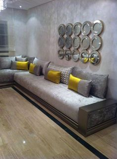 Banquette fine en bois simple | Arabian seating | Living Room, Salon ...