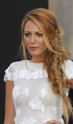 You can also have Gossip Girl's Serena Blake Lively long hair! Blake Lively is still at the top of the list of celebrities who never cut their hair. Mode Blake Lively, Blake Lively Style, Blake Lively Makeup, Blake Lively Braid, Blake Lively Hair Color, Blake Lively Wedding, Blake Lively Gossip Girl, Straight Wedding Hair, Country Wedding Hairstyles