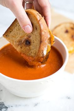 Tomato Recipes Easy Three-Ingredient Tomato Soup Recipe - You only need three main ingredients to make this velvety, rich tomato soup recipe. This, friends is your new favorite weeknight meal. Easy Tomato Soup Recipe, Simple Tomato Soup, Easy Homemade Tomato Soup, Vegan Tomato Soup, Whole 30 Tomato Soup, Easy Tomato Basil Soup, Vitamix Tomato Soup, Crockpot Tomato Soup, Dairy Free Tomato Soup
