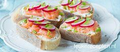 brood met zalm en radijs