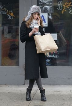 what to wear shopping, winter outfits, weekend outfits, holiday shopping outfit, jessica alba, fur trapper hat