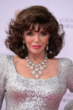 Joan Collins Photos - Joan Collins attends the Virgin TV BAFTA Television Awards at The Royal Festival Hall on May 2017 in London, England. Golden Age Of Hollywood, Classic Hollywood, Der Denver Clan, Dame Joan Collins, Beautiful Women Over 40, John Wayne Movies, Festival Hall, Celebrities Then And Now, Star Pictures