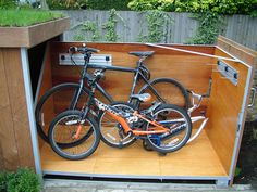 This outdoor bike storage locker comes from the bright minds of London-based tree-house builders Treesaurus.You no longer have to think about your bike's security. Even more, you can't use the sam…