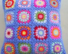 The hippie happy crochet granny square cushion cover / pillow cover in blue edging – Granny Square Crochet Lace Edging, Granny Square Crochet Pattern, Afghan Crochet Patterns, Love Crochet, Crochet Granny, Easy Crochet, Crochet Stitches, Knit Crochet, Ravelry Crochet