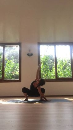 Sway, breath & feel your hips become free. Yoga.