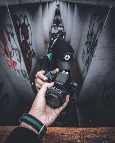 Vintage Cameras 15 Amazing Photography Ideas of The Day - Awed! Passion Photography, Smoke Photography, Photography Poses For Men, Modern Photography, Photography Camera, Artistic Photography, Video Photography, Creative Photography, Amazing Photography