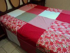 Colcha para cama de casal. Confeccionada em tecido 100% algodão. Tamanho padrão: 2,48 X 2,24. R$180,00