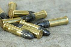 Vid en stöld ur en parkerad lastbil i Bromölla stals natten till tisdag ett halvt ton ammunition. Enligt Polisen handlar det om 52.000 skarpladdade patroner. Tisdag, Transportation, Convenience Store, Patterns, Convinience Store