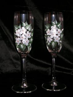 White flowers add elegance for toasting.