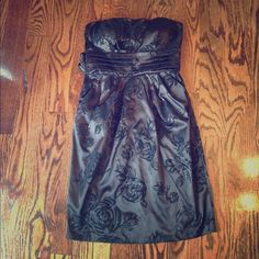 Black Strapless Dress In perfect condition and never worn. No flaws. With floral glitter detail all over and tiered under the bust area. Has zip-up and hook closure at the back. Has 2 pockets on sides and bow ties at the back. SIZE 3. Snap Dresses Strapless
