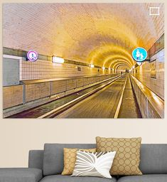 Blick durch den alten Elbtunnel mit Verkehrsschildern in Hamburg, Deutschland Illustration, Home Decor, Pictures, Printing On Wood, Artist Canvas, Digital Art, Decoration Home, Illustrations, Interior Design