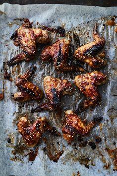 Korealaiset kanansiivet | Kana, Liha, Juhli ja nauti | Soppa365 Tapenade, Toffee, Chicken Wings, Baking, Recipes, Food, Sticky Toffee, Candy, Bakken