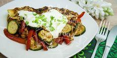 (Low Carb Kompendium) - Hähnchenbrust mit viel Gemüse ist eine geniale Grundlage für ein richtig schmackhaftes und schnelles Low Carb Rezept. Wenn noch schön viel Käse dazu kommt, dann kann es schon nicht mehr besser