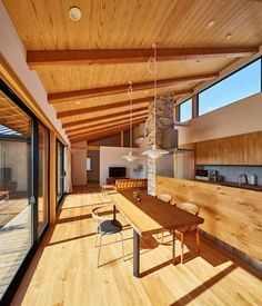 Tongue & Groove ceiling in natural tone Modern Japanese Interior, Modern Japanese Architecture, Home Decor Kitchen, Interior Design Kitchen, Interior Exterior, Interior Architecture, Muji Home, Bamboo House, Japanese House