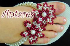 Chinelo decorado - Flor de pétalas de pérolas