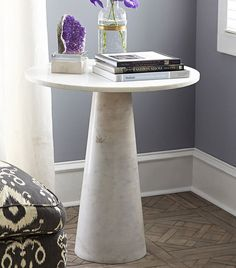 A useful piece of furniture but also a way to decor the room! A side table can be the piece you are looking for to complete the decoration of the room.