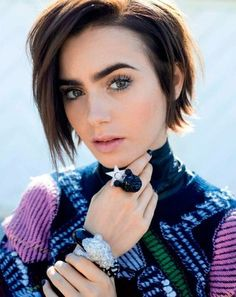 Curled and Attractive Bob Hairstyles - Frisuren Haare Mehr Messy Short Hair, Short Hair Cuts, Short Hair Styles, Edgy Hair, Models With Short Hair, Long Short Hair, Messy Bob, Thick Hair, Pixie Hairstyles