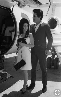 Elvis y Priscilla Presley Priscilla Presley, Lisa Marie Presley, Classic Hollywood, Old Hollywood, Hollywood Couples, Hollywood Actresses, Photo Vintage, Photo Couple, Famous Couples