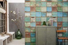 Lekker stoer dit behang met containers in verschillende kleuren van Studio Ditte.