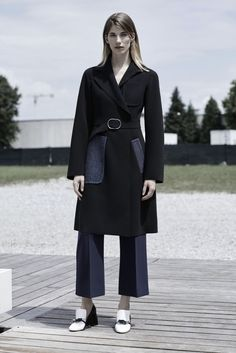 Sportmax - Resort 2016 - Look 1 of 23?url=http://www.style.com/slideshows/fashion-shows/resort-2016/sportmax/collection/1