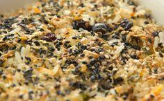 Receita de arroz de forno de Rodrigo Hilbert leva castanha de caju, castanha-do-pará, passas e gergelim