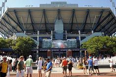 The US Tennis Association (USTA) has used a network of Bluetooth beacons placed around the US Open's Flushing Meadows venue to tailor its mobile app to event attendees..