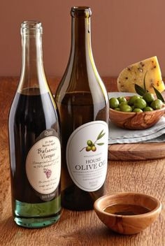 Williams-Sonoma House Olive Oil and 25-Year Barrel-Aged Balsamic Vinegar http://rstyle.me/n/dky3fbh9c7